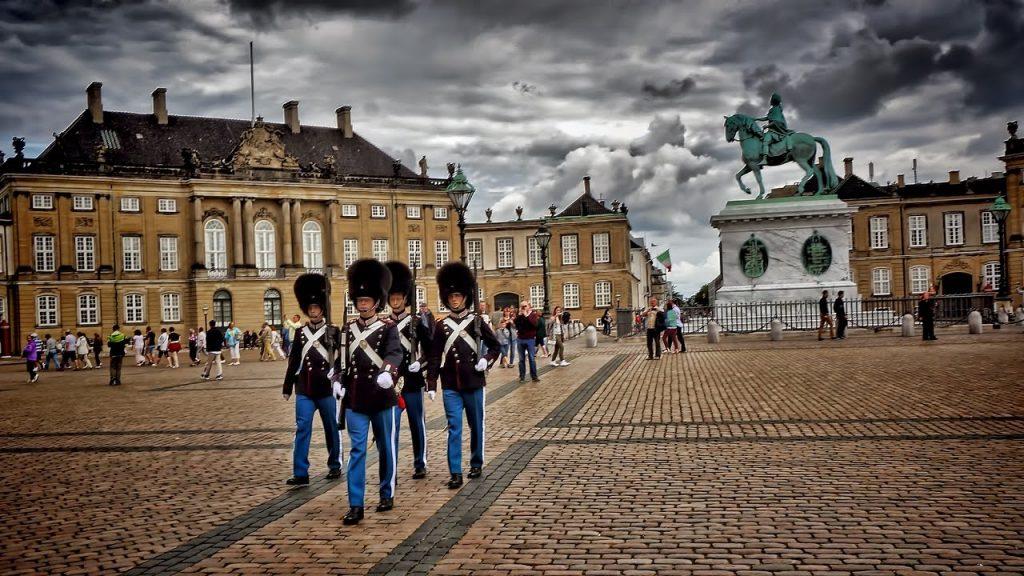 danimarka kopenhag Amalienborg Sarayı